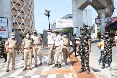 Roads Go Deserted As Lockdown Begins In Telangana-General-English-Telugu Tollywood Photo Image-TeluguStop.com