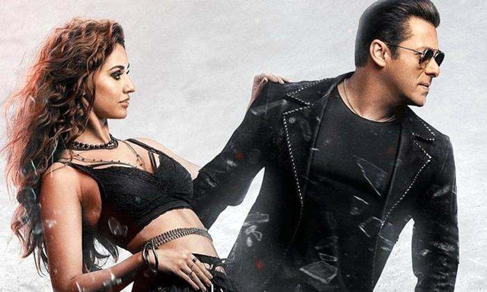 Tollywood Producers Not Following Pay Per View Platform For Releasing Movies-టాలీవుడ్ బడా నిర్మాతలు ఎందుకు ఆ ఆలోచన చేయడం లేదు-Latest News - Telugu-Telugu Tollywood Photo Image-TeluguStop.com
