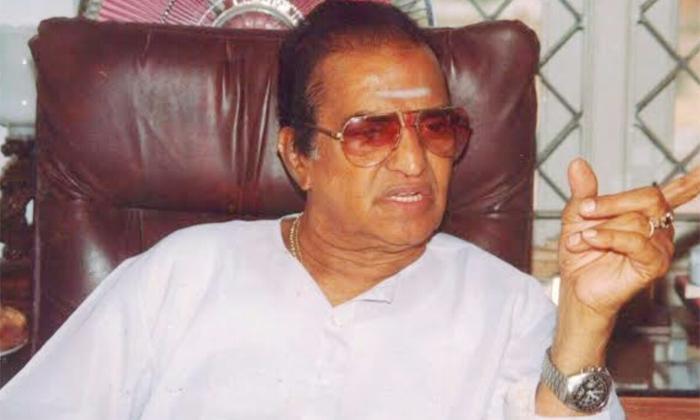 Ntr Questions Rajendra Prasad After Receiving Gold Medal-TeluguStop.com