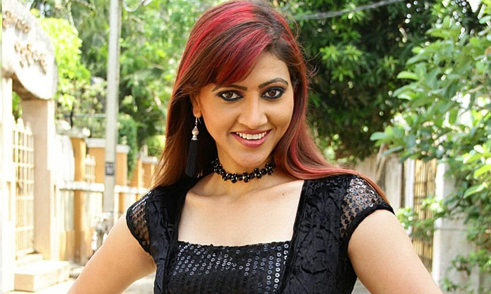 Serial Actress Rishika Clash With Her Co Actress In Serial Industry-TeluguStop.com