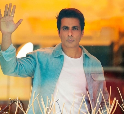 Sonu Sood Gets Critically-ill Covid Patient Airlifted From Jhansi To Hyderabad-Cinema/ShowBiz News-Telugu Tollywood Photo Image-TeluguStop.com