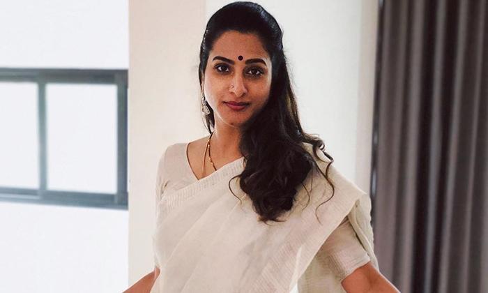 Surekha Vani About Her Husband In Ali Interview-భర్త మృతిపై ఆసక్తికర వ్యాఖ్యలు చేసిన సీనియర్ నటి-Latest News - Telugu-Telugu Tollywood Photo Image-TeluguStop.com