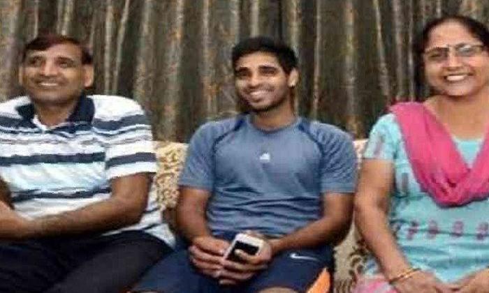 Team India Bowler Father Dies Of-TeluguStop.com