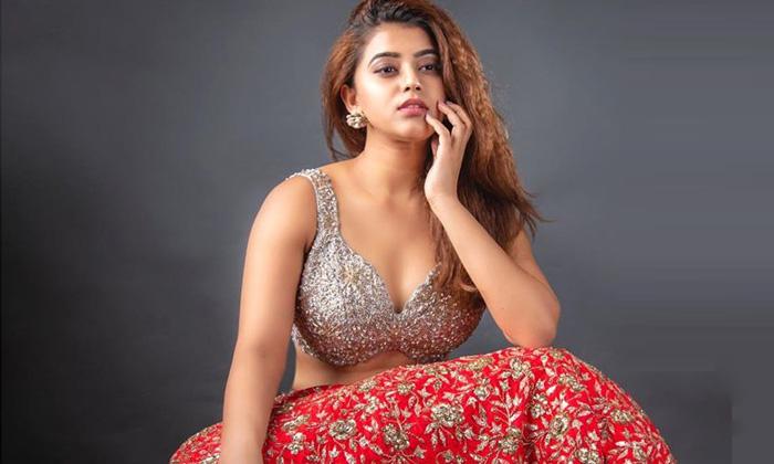 Telugu Girl In Houses Look Viral Photo-TeluguStop.com