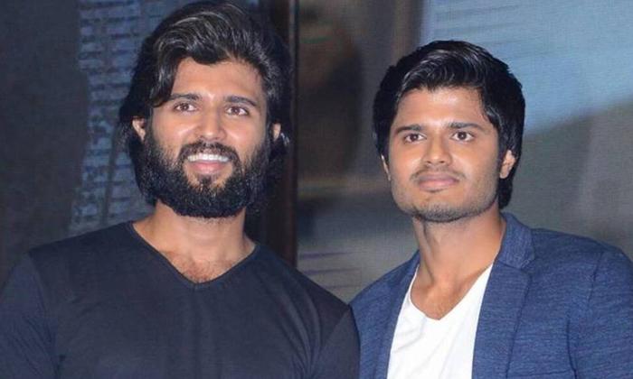 Corona Charity Again Doing Vijay Devarakonda-TeluguStop.com