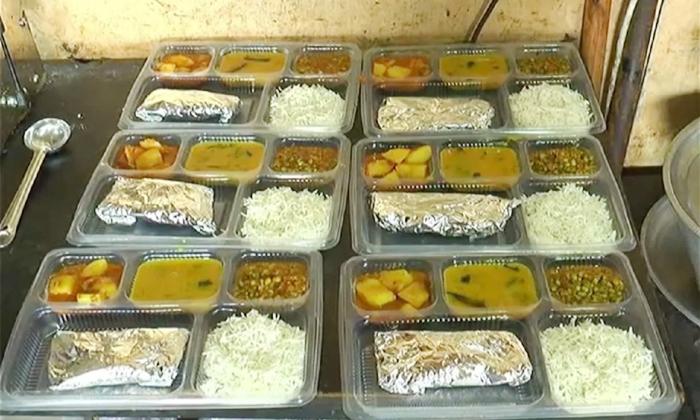 Viral The Two Restaurants Of Gujarat Porbandar Serving Free Food To Covid Patients-TeluguStop.com