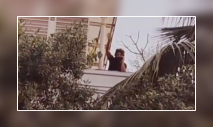Viral Video Allu Arjun Saying Hi To His Fans As He Infected With Corona-TeluguStop.com