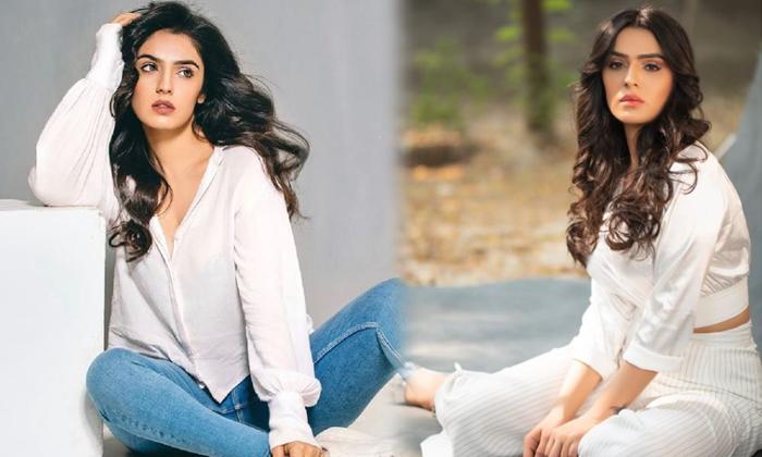 Actress Sidhika Sharma Stunning And Hot Look Images-telugu Actress Hot Photos Actress Sidhika Sharma Stunning And Hot High Resolution Photo