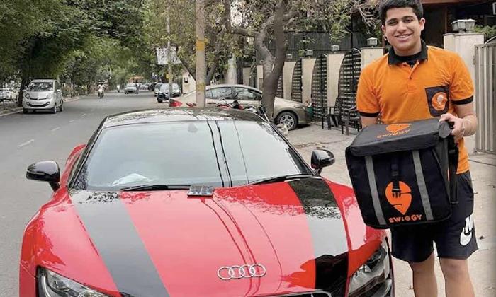 Viral Swiggy Food Delivery In Audi R8 Car-TeluguStop.com