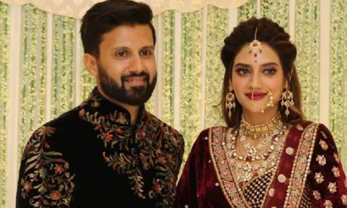 Bengal Lady Mp Nusrat Jahan Announced Her Divorce With Nikhil Jain-అందుకే నా భర్తతో విడిపోయా…-General-Telugu-Telugu Tollywood Photo Image-TeluguStop.com
