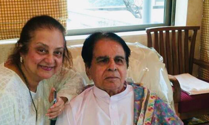 Bollywood Legendary Actor Admitted To Hospital Due To Illness-TeluguStop.com