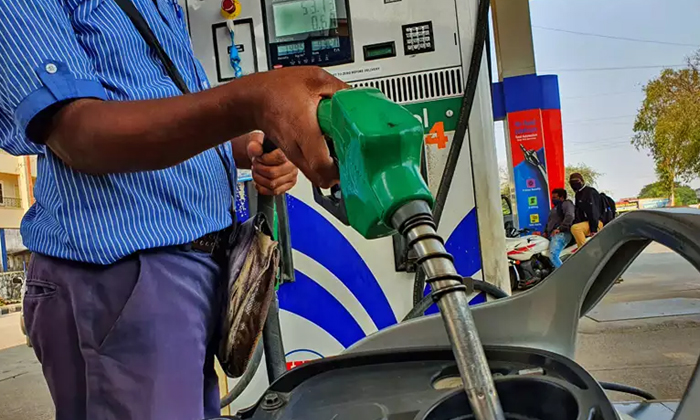 Union Petroleum Minister Gives Explanation On Rising Petrol Prices-TeluguStop.com