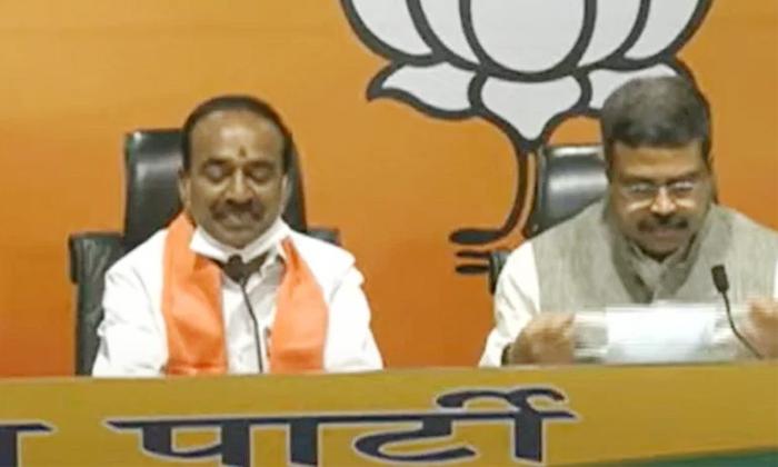 Eetela Rajendar And Congress Leader Join In Bjp-TeluguStop.com