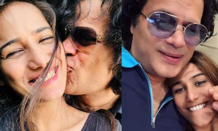 Poonam Pandey Pregnancy Rumours Goes Viral In Social Media-TeluguStop.com