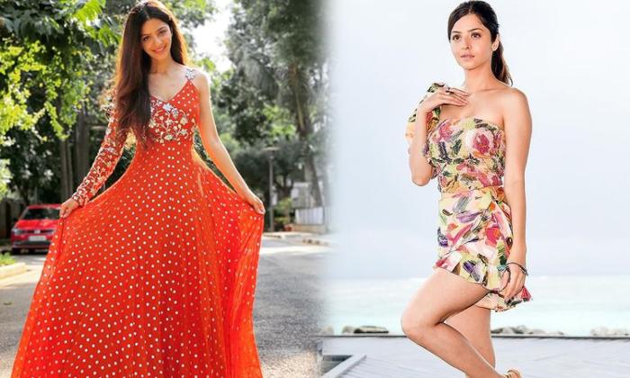 Heroine Vedhika Glamorous Poses-telugu Actress Hot Photos Heroine Vedhika Glamorous Poses - Telugu Actress Alluring Imag High Resolution Photo