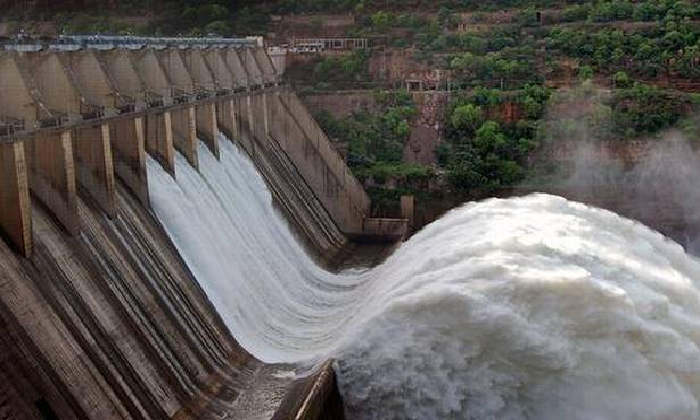 Huge Inflow Of Floodwater From The Jurala Project To The Srisailam Reservoir-TeluguStop.com