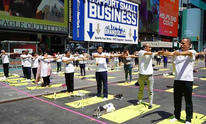 Telugu 000 Attendees, 3000attendees Yoga, International Yoga Day, International Yoga Day Celebrations, New York Times Square, Times Square, Times Square Celebrates International Yoga Day With Over 3-Telugu NRI