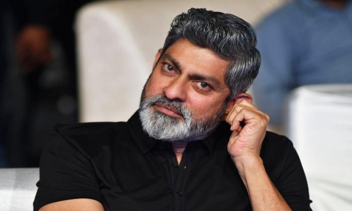Jagapathi Babu Played Father Role To Akshay Kumar-TeluguStop.com