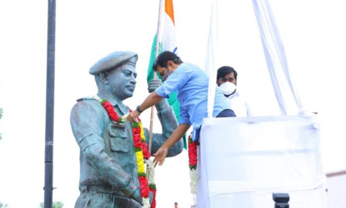 Minister Ktr Unveils Colonel Santosh Babu Statue At Suryapeta Town-TeluguStop.com