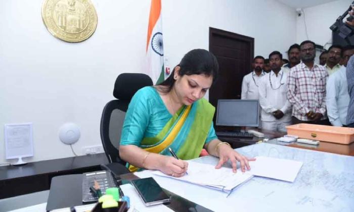 Pamela Satpathy To Take Charge As District Collector Of Yadadri-TeluguStop.com