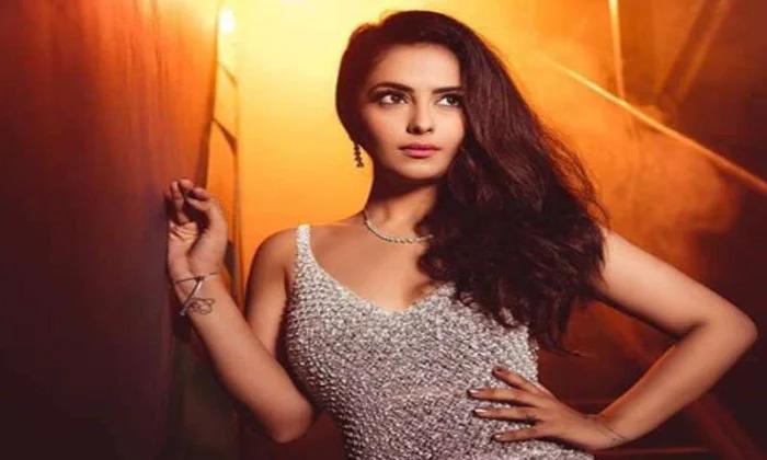 Six Telugu Movies In Avika Gor Hand-TeluguStop.com