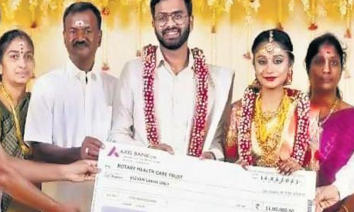 Tamilnadu Newly Married Couple Donates 37 Lakhs To Charity For Covid Expenses-TeluguStop.com