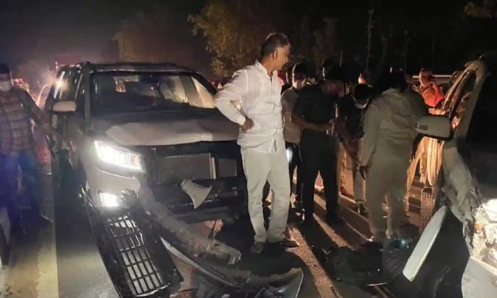 Telangana Minister Harish Rao Narrowly Missed Accident-TeluguStop.com
