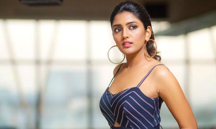 Telugu Actress Eesha Rebba To Debut In Malayalam-TeluguStop.com