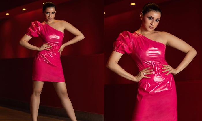 Telugu Actress Mannara Chopra Looks Stunning Tight Outfit Attire-TeluguStop.com