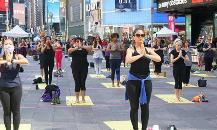 Times Square Celebrates International Yoga Day-TeluguStop.com