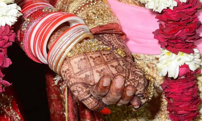 Two Women Married Each Other Happened In Haryana-TeluguStop.com
