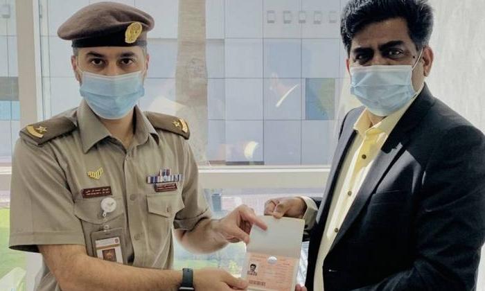 Indian Origin Homeopathy Doctor Got Golden Visa-TeluguStop.com