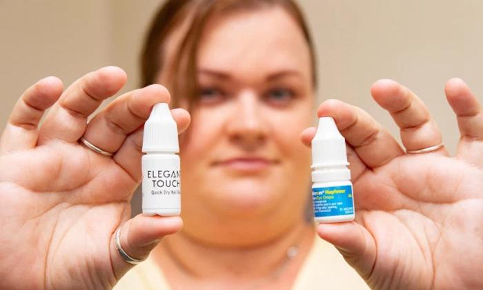 Uk Women Poured Glue In Her Eyes By Mistake-TeluguStop.com