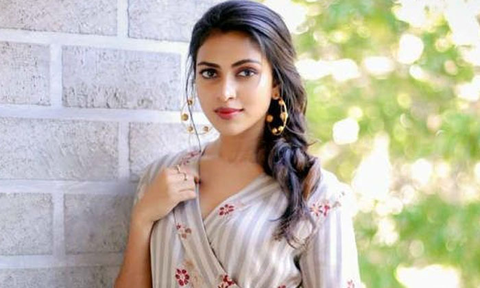 He Is My Brother Not Lover Says Amala Paul-TeluguStop.com