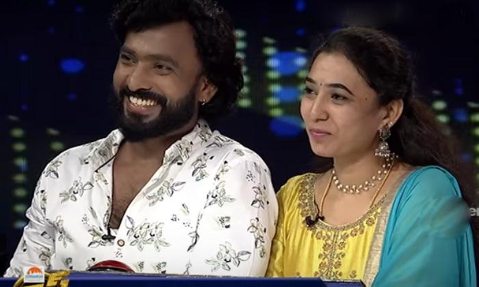 Adire Abhi Emotional In Anchor Suma Etv Cash Show-TeluguStop.com