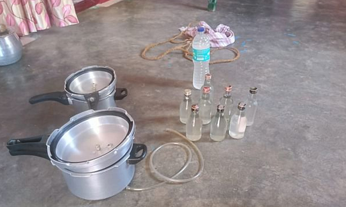 Father And Son Who Made Alcohol By Watching Youtube With That-TeluguStop.com