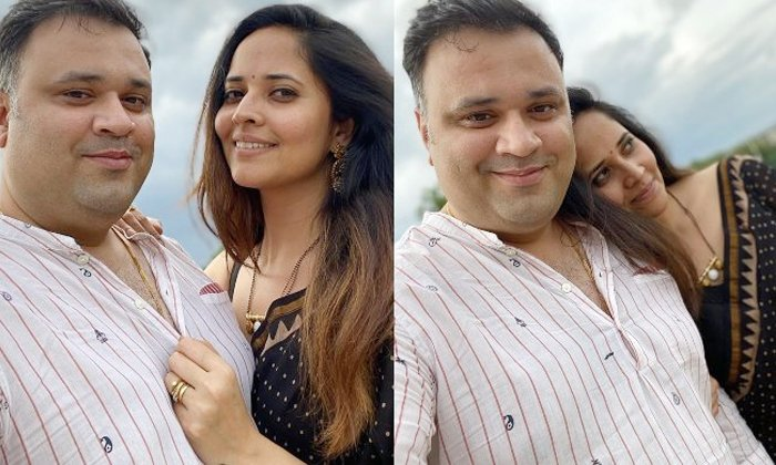 Anasuya Bharadwaj Husband Whatsapp Dp Going Viral In Social Media-TeluguStop.com