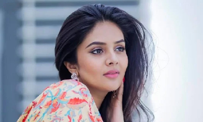 Anchor Srimukhi Shocking Comments About Her Marriage-TeluguStop.com