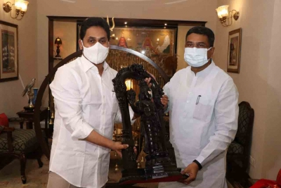 Andhra Cm Requests Centre To Stop Vizag Steel Plant Sale-TeluguStop.com