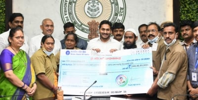 Andhra Provides Rs 10k Aid To Autorickshaw, Cab Drivers-TeluguStop.com