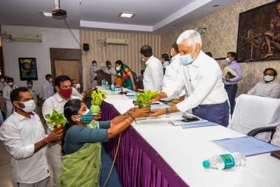 'ashok Gajapathi Raju Misappropriated 500 Acres Of Mansas Trust'-TeluguStop.com