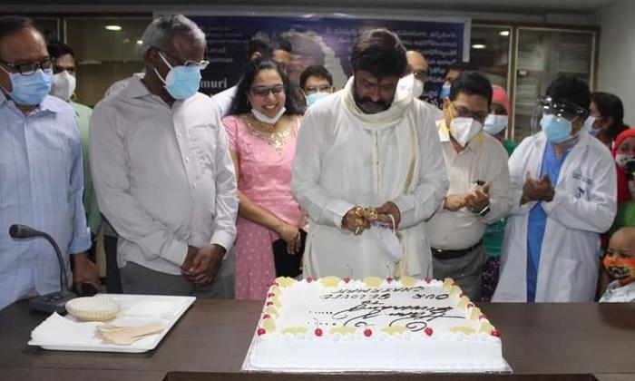 Balakrishna Birthday Celebrations In Hospital-బాలయ్య పుట్టిన రోజు వేడుక ఎక్కడ జరిగిందో తెలుసా-Latest News - Telugu-Telugu Tollywood Photo Image-TeluguStop.com