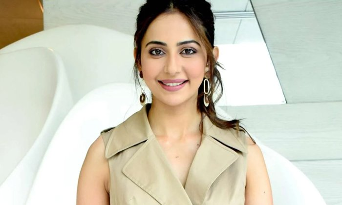 Rakul Preet Singh Comments Abou Bollywood Industry And Tollywood Industry Offers-TeluguStop.com