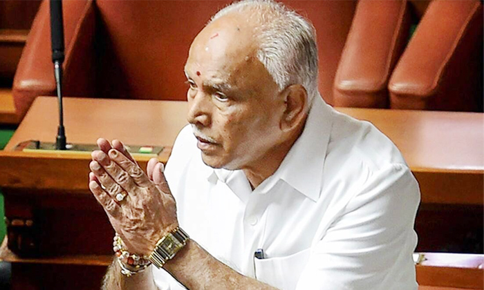 Change Of Karnataka Cm Yeddyurappa-గందరగోళంలో కర్నాటక సీఎం.. పదవికే ఎసరు పెడుతున్నారట.. -Breaking/Featured News Slide-Telugu Tollywood Photo Image-TeluguStop.com