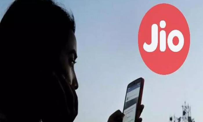 Jio Introduces Five New No Data Limit Plans-TeluguStop.com