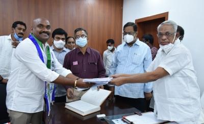 Four New Andhra Pradesh Mlcs Sworn In-TeluguStop.com