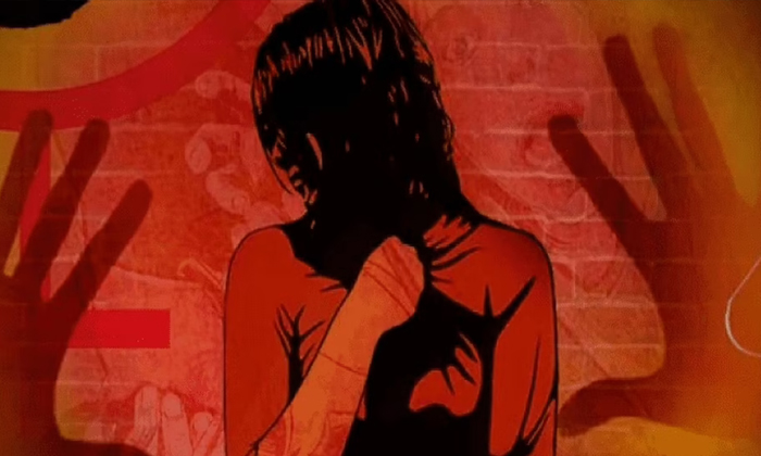 Four People Brutally Rape Attempt On Daughter And Mother In Uttar Pradesh-TeluguStop.com