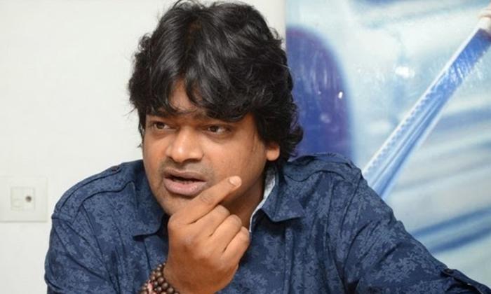 Harish Shankar Blocking Power Star Fans On Twitter-TeluguStop.com