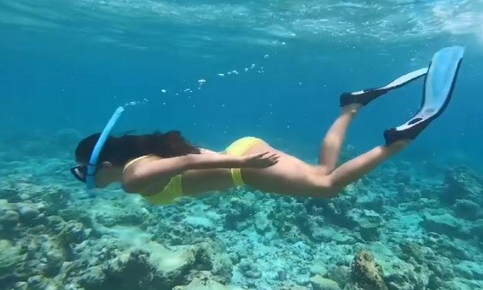Kiaraadvani Underwater Swimming Throwback Video Viral-TeluguStop.com