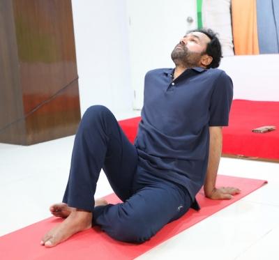 Kishan Reddy Celebrates Yoga Day With Hyderabad-TeluguStop.com